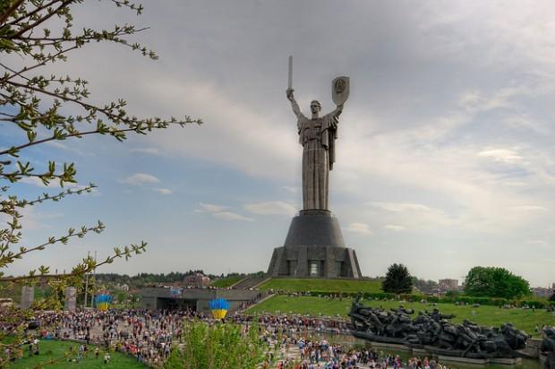 Киевтегі Отан-Ана мүсіні